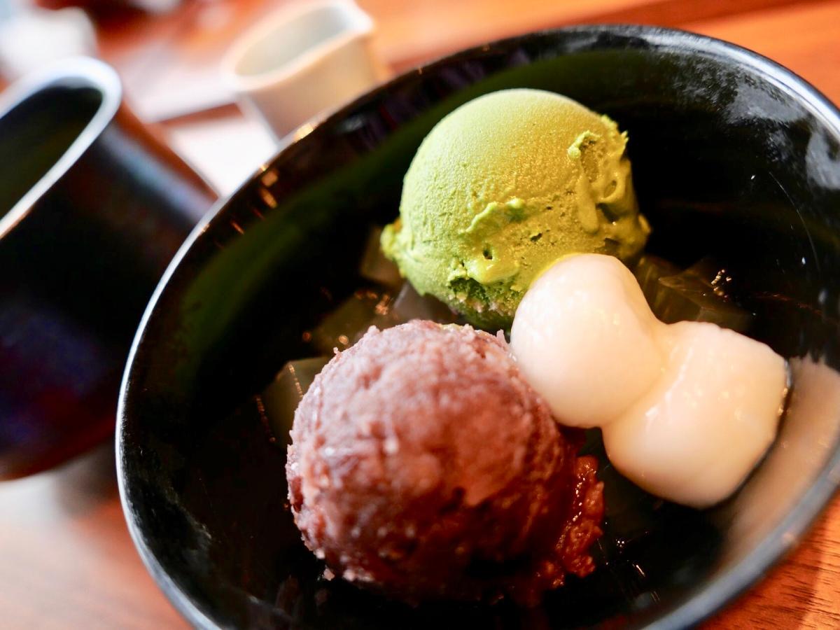 อลังการน้ำแข็งไสและไอศกรีมชาเขียวร้าน Tsubochi อาซากุสะ